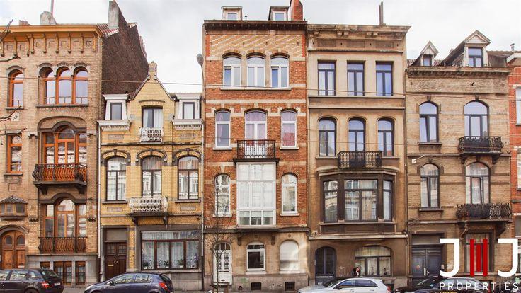 Idéalement situé dans une petite copropriété de 5 unités (les 5 unités sont en vente), appartement avec terrasse à vendre. A rafraichir, il se compose comme suit:  3ème étage: 1 Chambre (15m²), salle de bains (7m²), living (19m²) accompagné d
