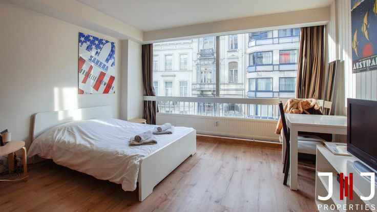 Virtual visit of the property: https://my.matterport.com/show/?m=GhsYryFDFud  IDEAL FOR INVESTMENT! Located in the heart of the chatelain area, studio of 35m² furnished (sold with furniture). It currently generates a 5,5% net return on investment annuall